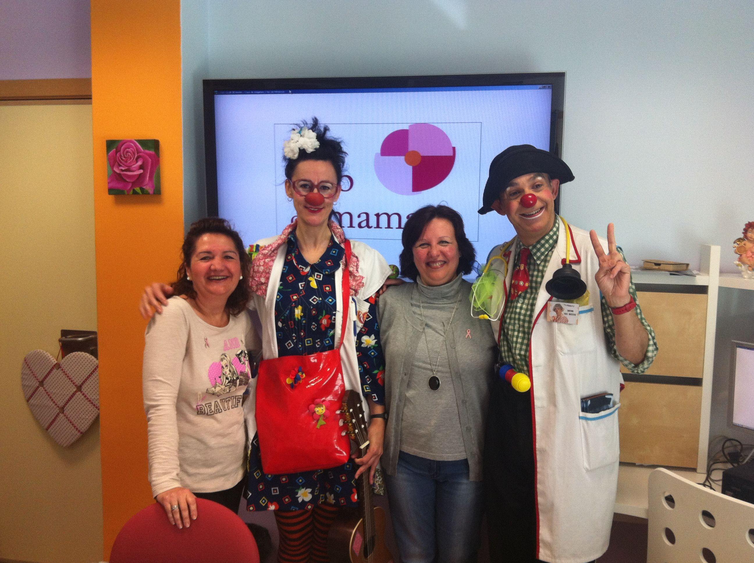 El Club de Mama ofrece una mañana de payasos a los niños del Hospital General de Valencia