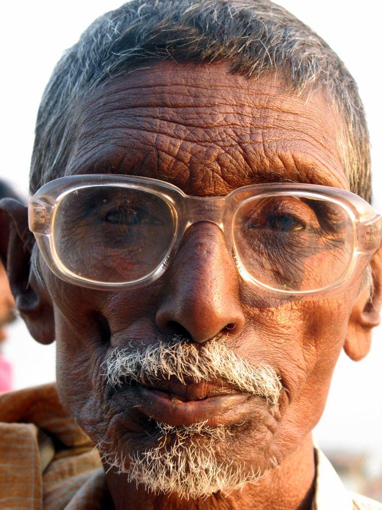 4465cf7c3004 Old man wearing glasses  face
