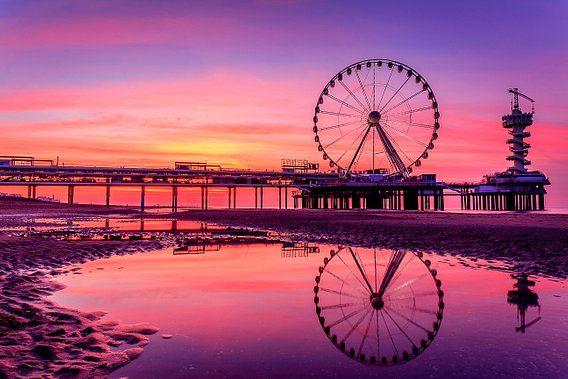 De Pier in Scheveningen tijdens een prachtige zonsondergang van Retinas Fotografie op canvas, behang en meer