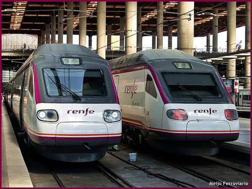 Trenes De La Serie 104 En Madrid Atocha Train Steam Trains Light Rail