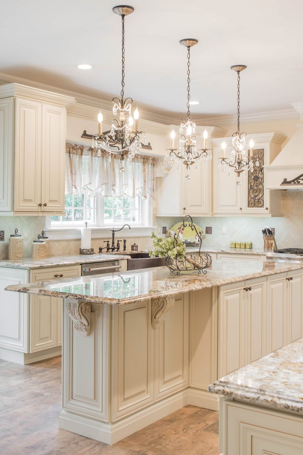 Creme Maple Glazed Classic Kitchen Cabinets Antique White