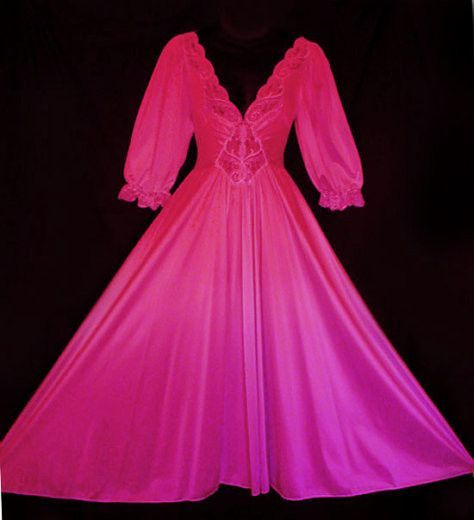 RARE STYLE VINTAGE OLGA SPANDEX LACE NIGHTGOWN WITH SLEEVES IN WATERMELON  SLICE 8d2428f19