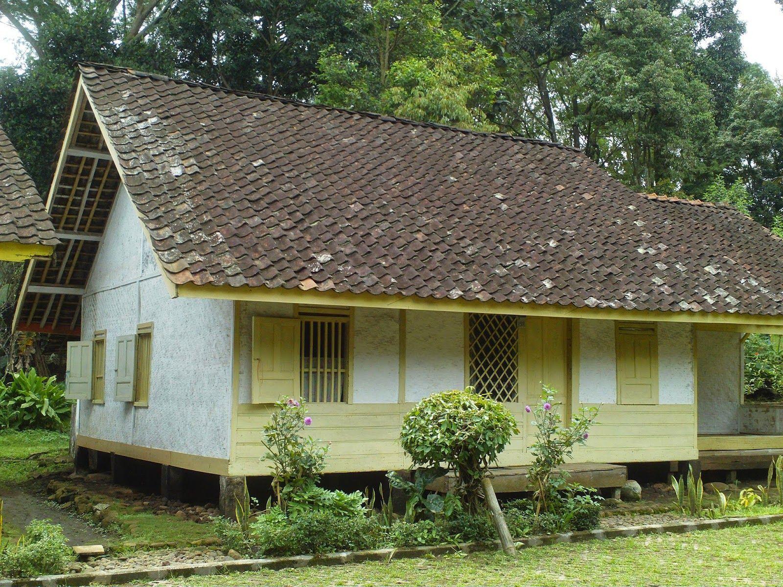 Rumah adat Sunda di desa Cangkuang, Kecamatan Leles, Garut