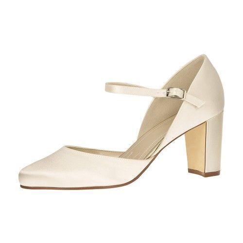 Pin By Amelia Ottenwalder On Kicks In 2020 Shoes Wedding Shoes Heels