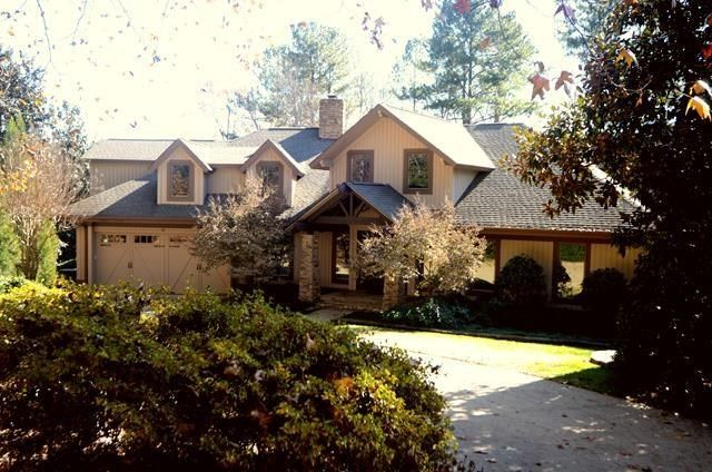Spartanburg Real Estate Single Family Homes 5 Yeamans Hall Court Spartanburg Sc 29306 Listed By Judy Mccravy With Co Spartanburg House Styles Real Estate