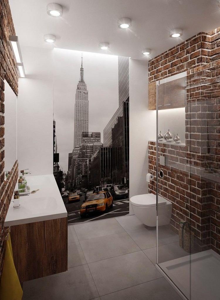 Wandverkleidung In Ziegeloptik Weisse Wand Und Fototapete New York Kleines Bad Einrichten Bad Einrichten Kleine Bader