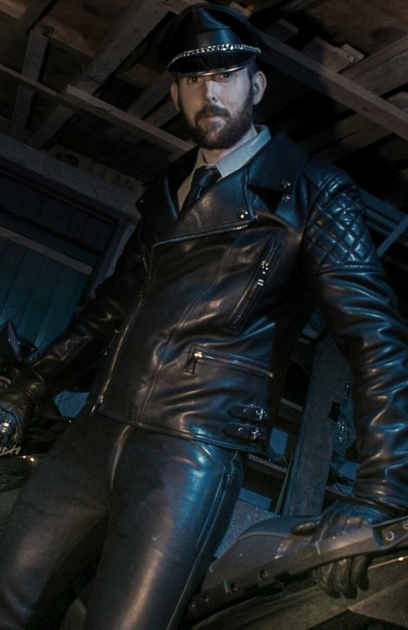 Pin By Roblox Riihinen On Leathermen Standing Handsome Men Leather Men Leather [ 1224 x 793 Pixel ]