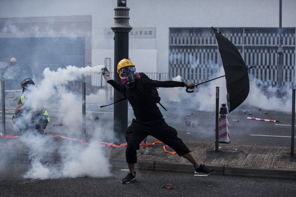 Hong Kong Protester Shot In Chest As Police Using Live Fire Tear Gas To Disperse Crow City Guide Design South America Travel Photography Hong Kong Photography