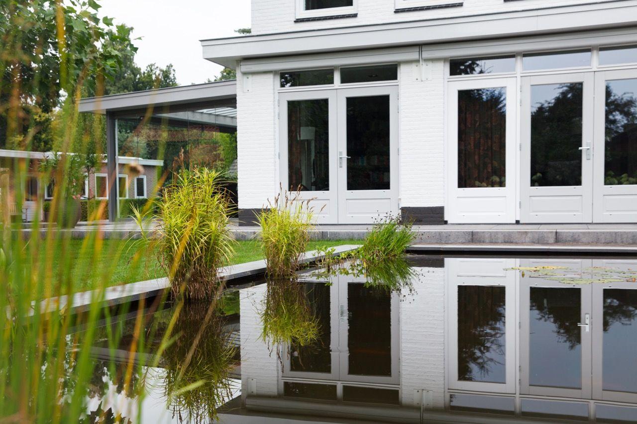 wit huis, aangelegde tuin, moderne tuin, gras, traptreden