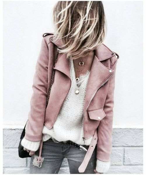 lässiges outfit mit grauer lederjacke about you rosa