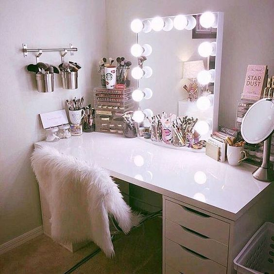 Makeup Room Ideas Makeup Storage And Organizer Makeup Desk Decoration Makeup Desk Ideas Room Ideas Bedroom Stylish Bedroom Room Decor