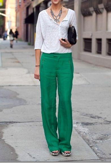 f8d358ef182 pantalon verde   camisa blanca Más