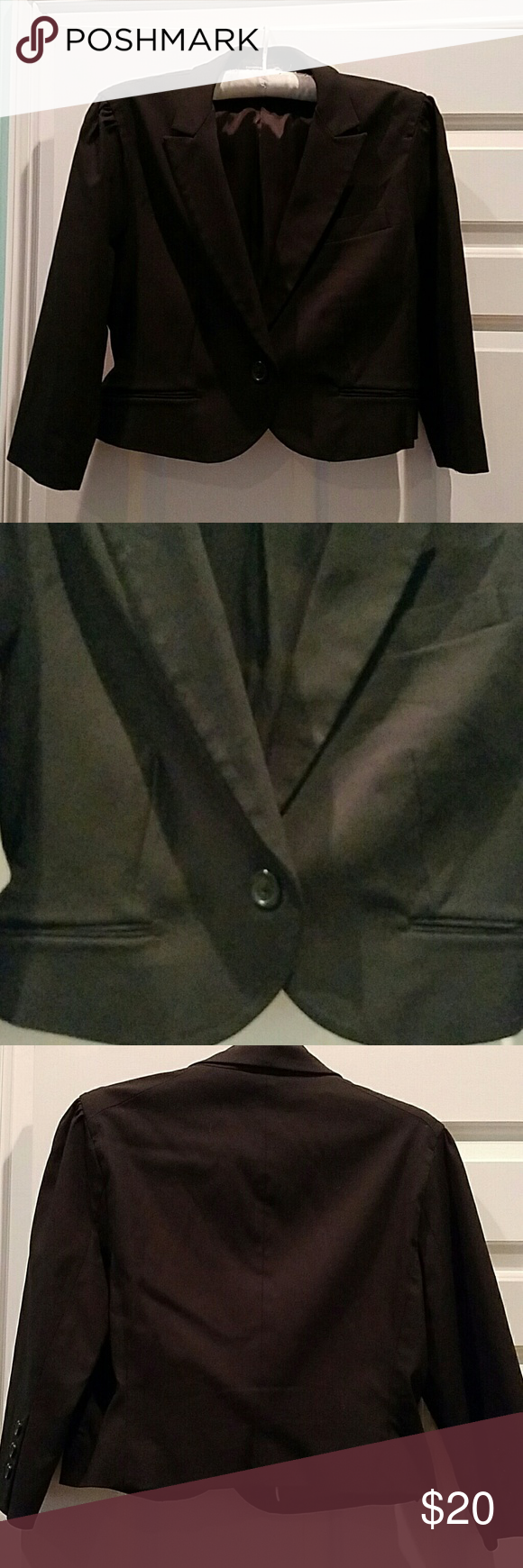 EXPRESS DESIGN CROP 3/4 LENGTH SLEEVE BLAZER Really well made and great blazer to layer over long sleeve blouses and dresses. In gently worn condition.  The blazer definitely runs small. Made of rayon and nylon for stretch. Express Design Studio  Jackets & Coats Blazers