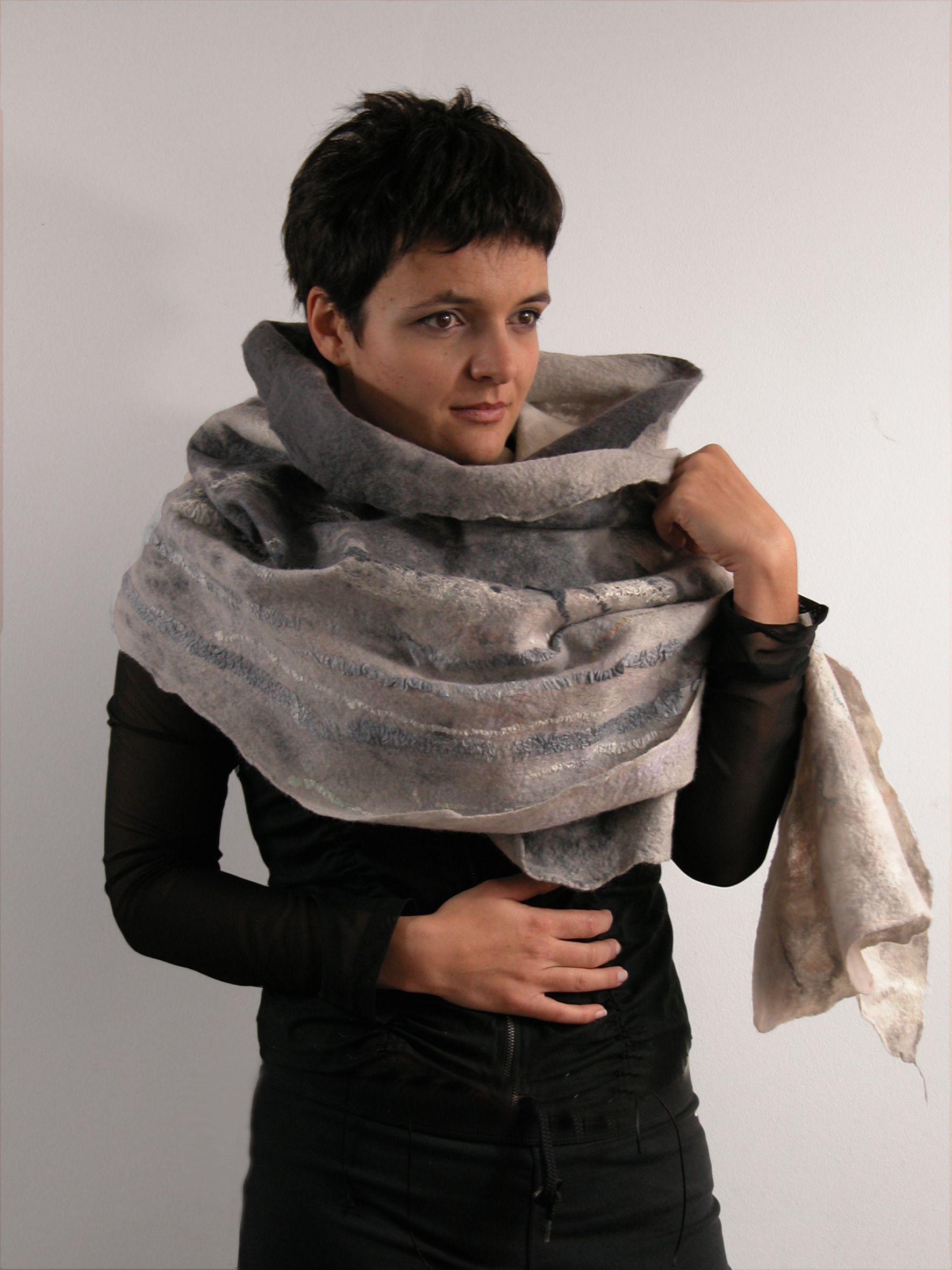 gray felted scarf. majoffe.blogspot.com, facebook majoffe