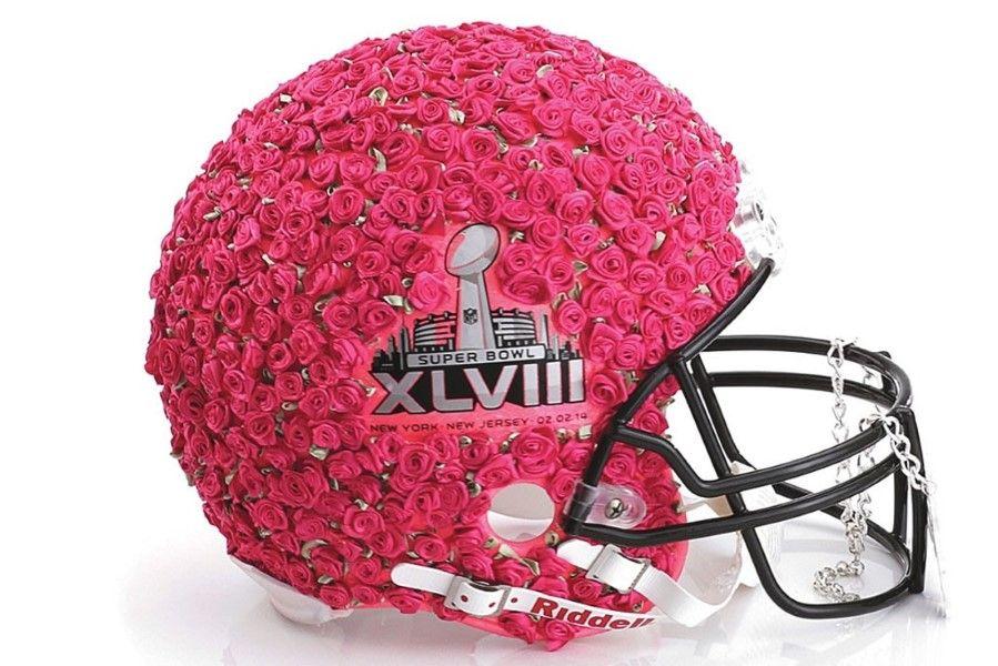 des casques de football am ricain revus par de grands cr ateurs simply pink football super. Black Bedroom Furniture Sets. Home Design Ideas