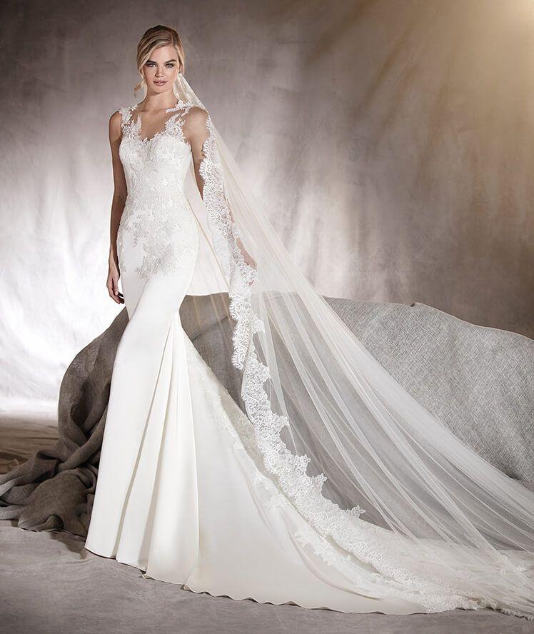 Atenas - Vestido de novia con encaje en escote espalda y detalle cola