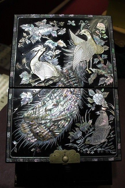 Carried directly to the U.S. by a Korean family! Lacquered Jewelry Box, Inlaid w/ Mother-of-Pearl (Ships from USA) - Timekeepers