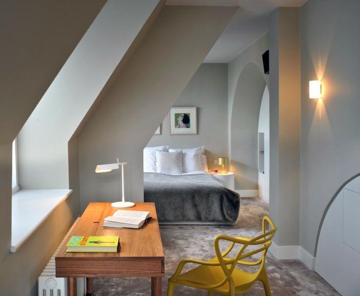 Schlafzimmer sessel ~ Innendesign dachwohnung schlafzimmer arbeitstisch gelber stuhl