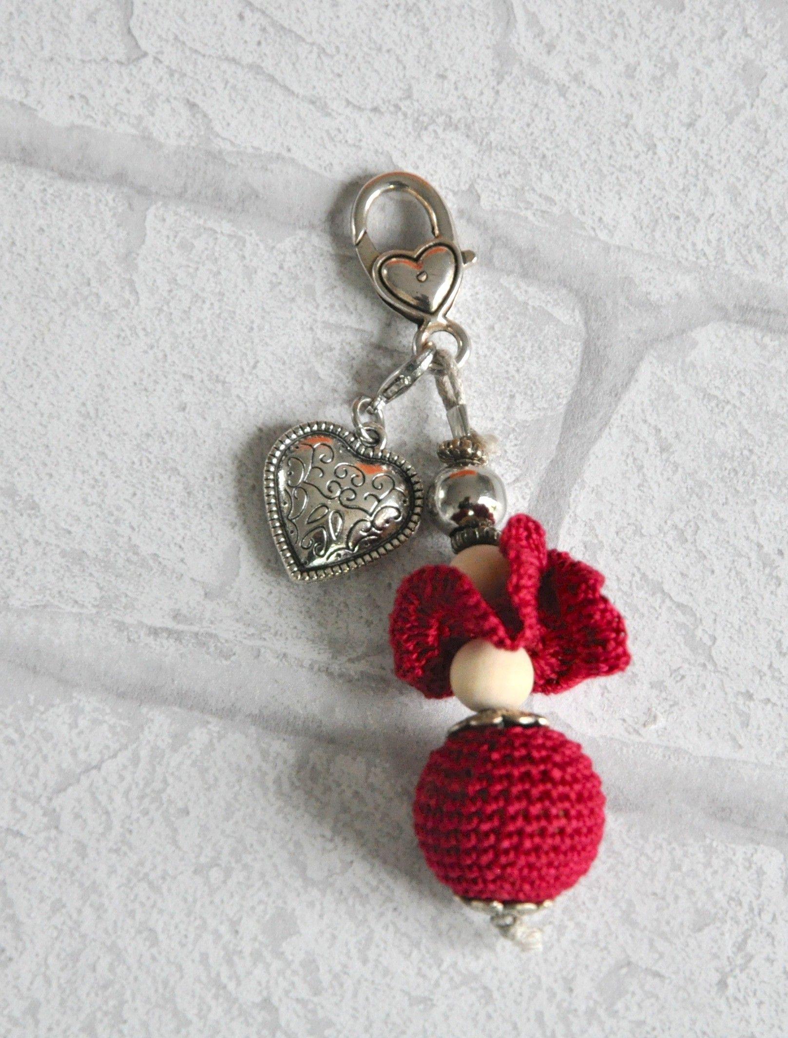 Bijou de sac rouge perle au crochet