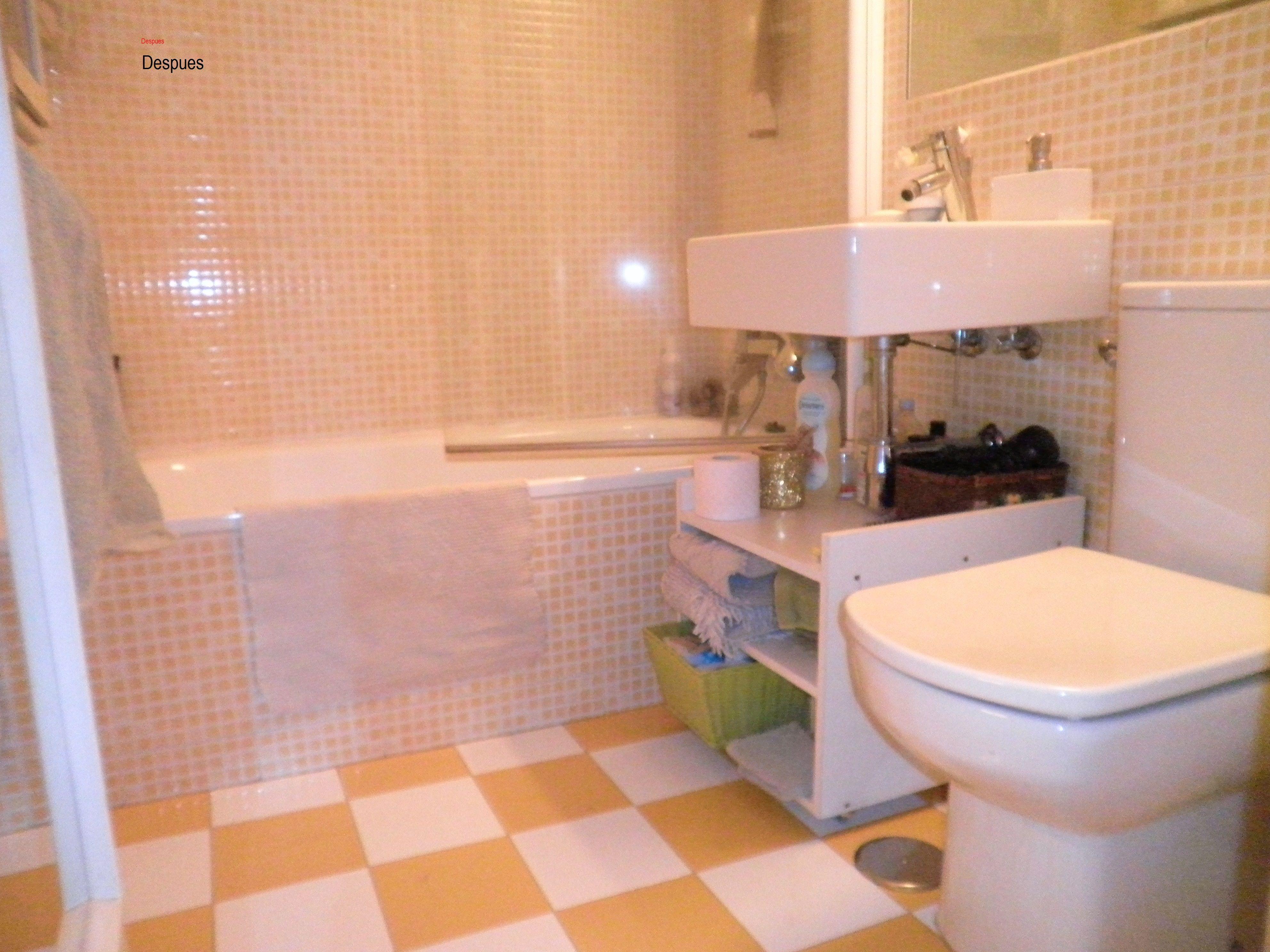 Baños gresite amarillo-blanco, detalle de la disposición de los ...