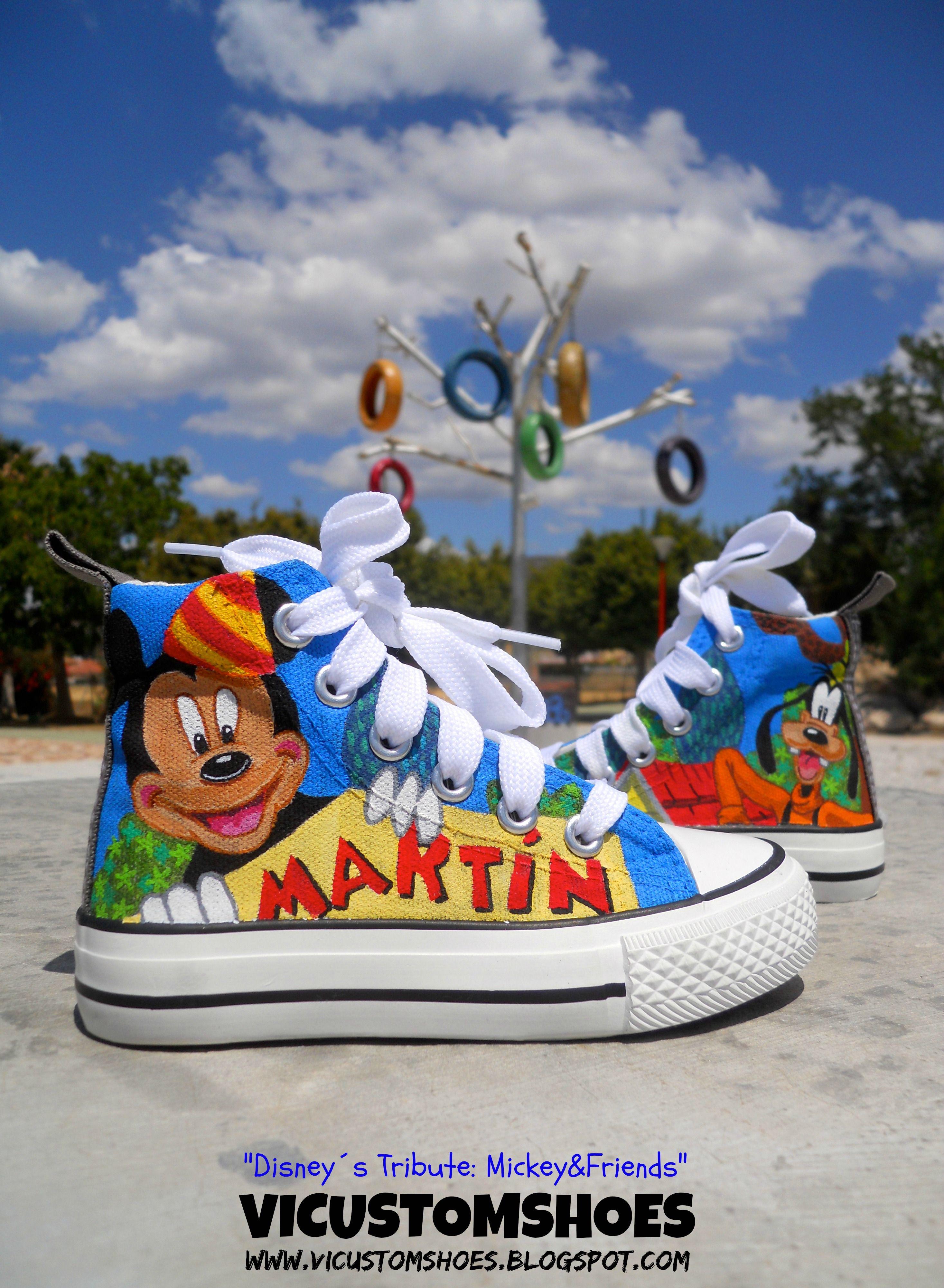 """Zapatillas """"tributo"""" a Disney, en esta ocasión, a """"Mickey"""" y sus amigos!!, pintadas a mano con la utilización sólo de un pincel. Espero que os gusten!! Buen día!!!"""