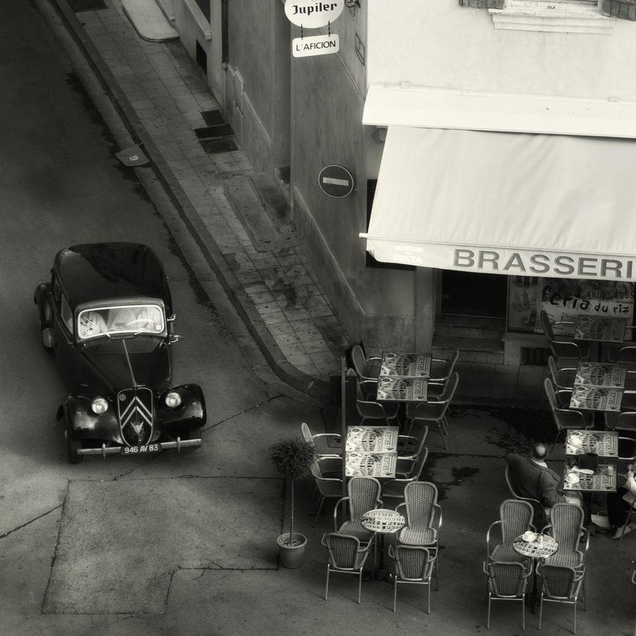 Citroen traction avant caf culture by david goold for Garage citroen martigues