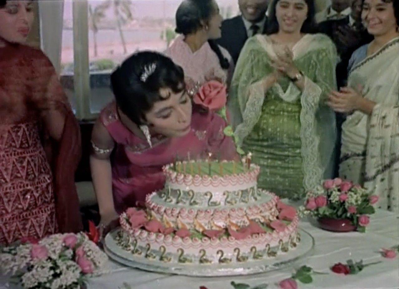 Pin By Meenamma Hocane On Cakes Bollywood Actress Beautiful Kiara Advani