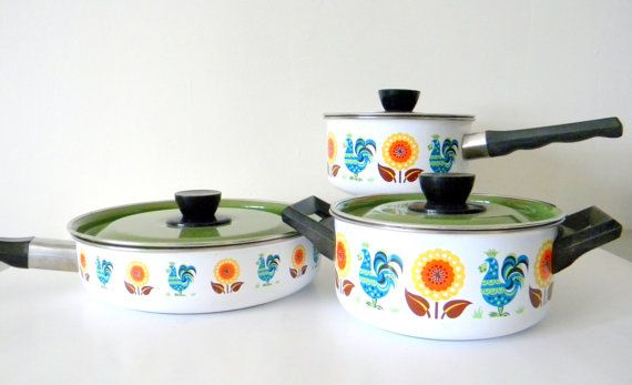 Colorful Vintage Enamelware Cookware Pots And Pans Set With Lids