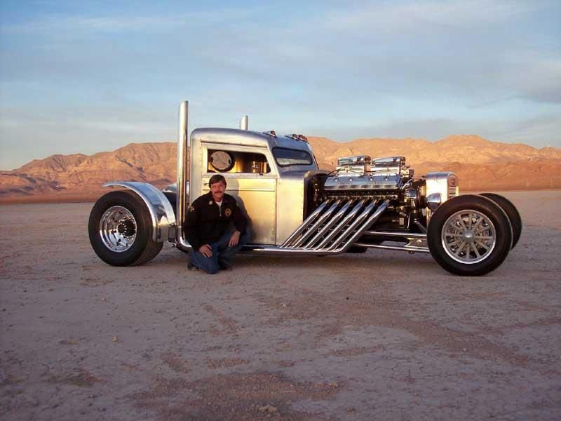 Can\'t remember where I got this picture, but it looks like a Hot Rod ...