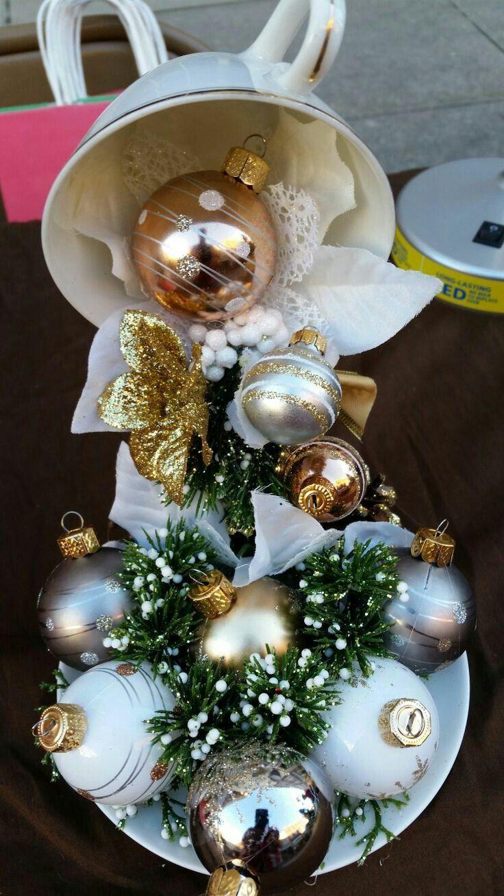 Reutiliza tus viejas tazas y platos para crear un fantástico adorno navideño que puede ser el perfecto centro de mesa para esta temporada!!... #teacups