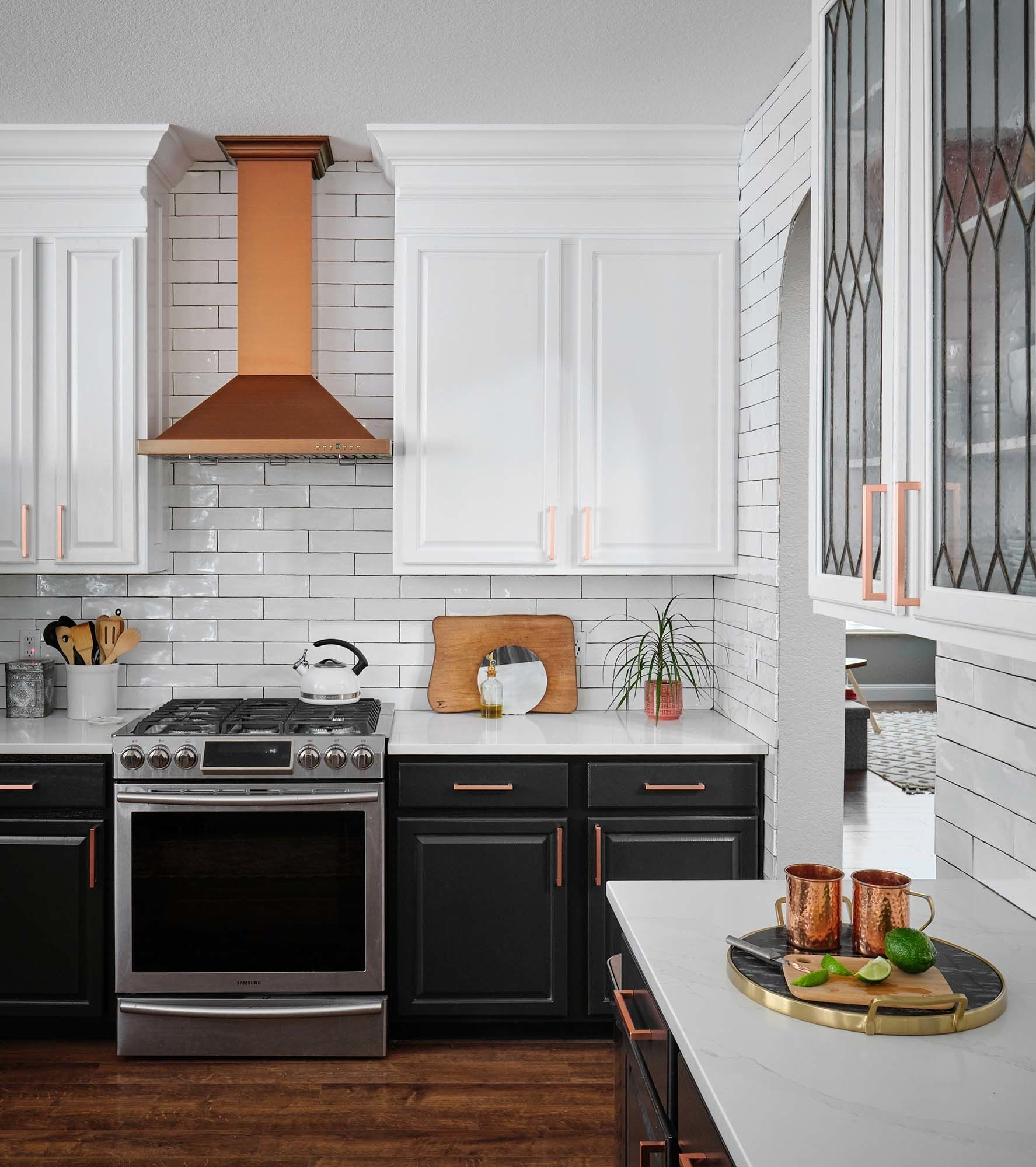 Black And White Traditional Kitchen In 2020 Painting Kitchen Cabinets White Traditional Kitchen Cabinets Upper Kitchen Cabinets