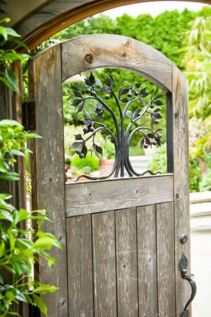 Great Garden Gate Ideas |The garden gate can be much more than merely marking the entrance to your property, it can also send signals of what can be expected beyond the gate. Gates can reflect the style of your garden and the tone of what can be discovered once inside.