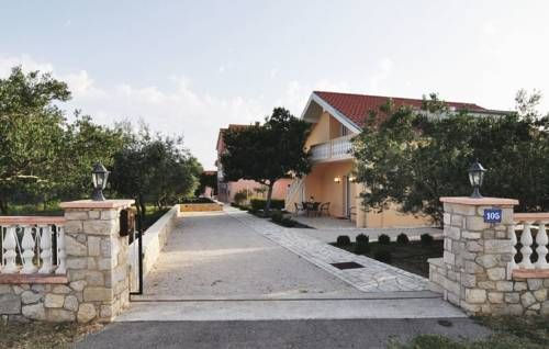 Apartment Poljica 14 Poljica Located 13 km from Zadar and 49 km from Novalja, Apartment Poljica 14 offers accommodation in Poljica. The property is 34 km from Biograd na Moru and free private parking is provided.  The kitchen comes with a microwave.