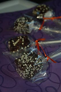 Made these chocolate covered homemade marshmallows for trunk or treat #spookybasketideas