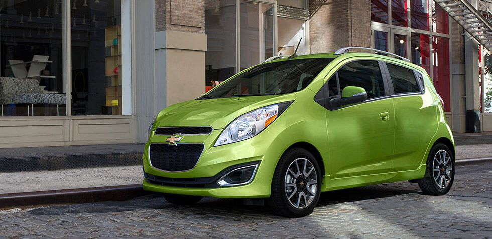 The 2014 Chevrolet Spark Brilliant Fuel Economy Great In Lime Green And Very Attractive The Spark Combines Energy Efficient 2014 Chevy Spark New Chevy Chevy