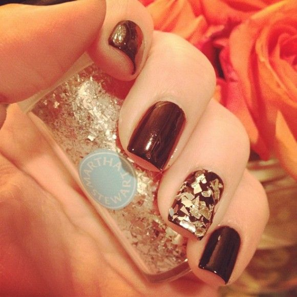 Getting Creative With Glitter! - Khloe Kardashian sprinkles Martha ...