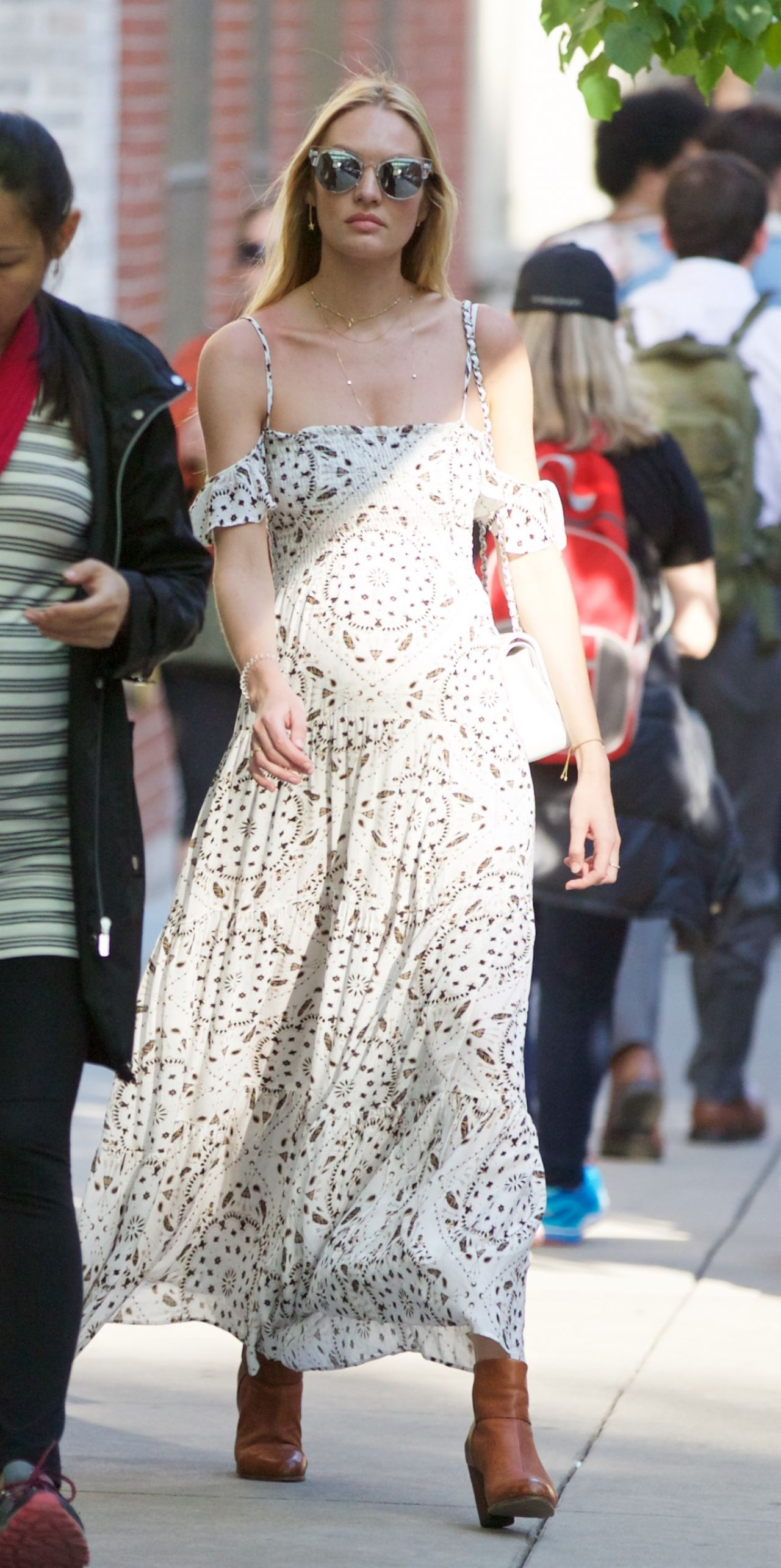 candice-swanepoel-spring-outfit-ideas-out-in-nyc-5-11-2016-12.jpg 1280 × 2570 bildepunkter