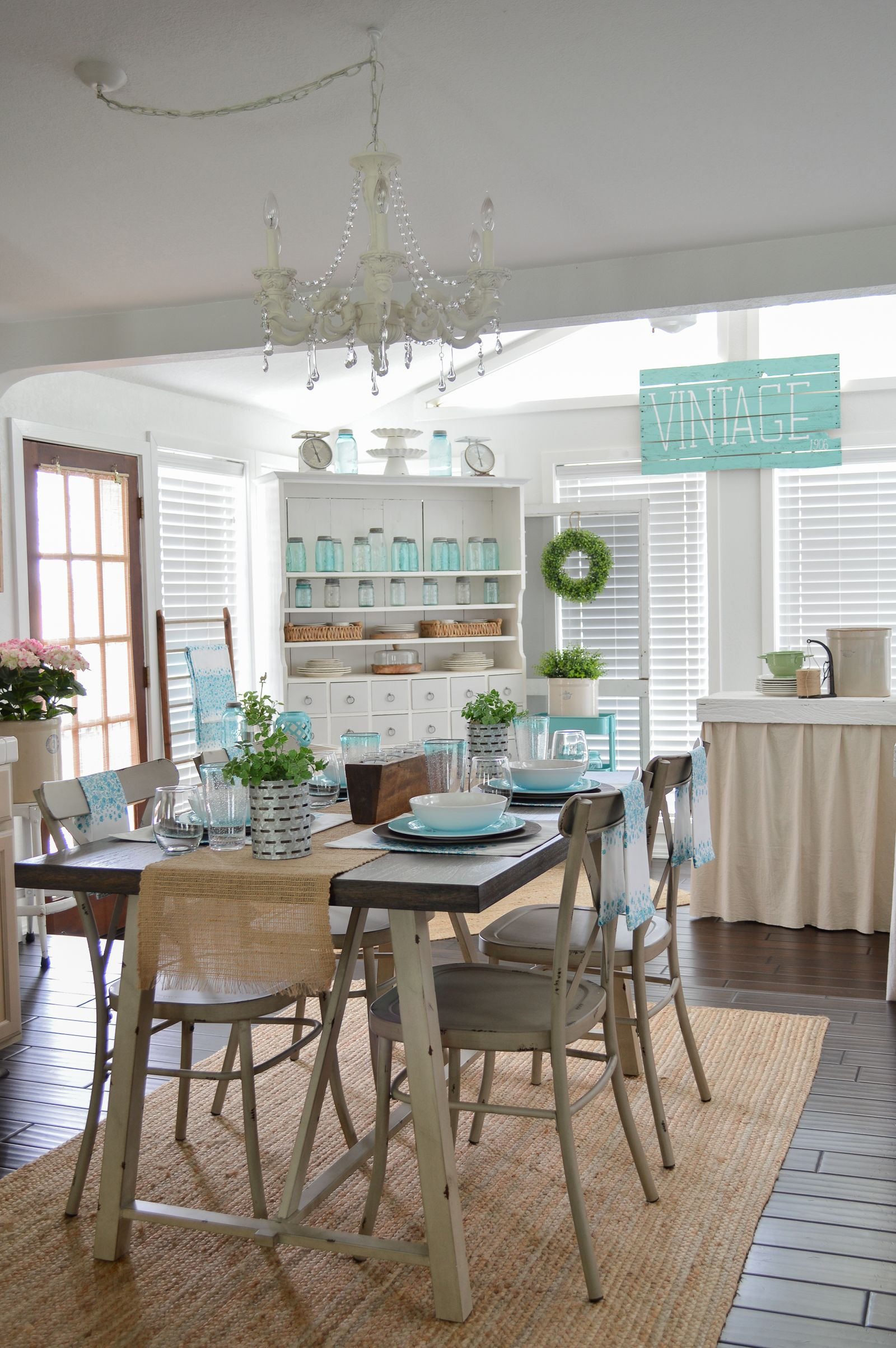 Farmhouse Style Decorating with Color Easy