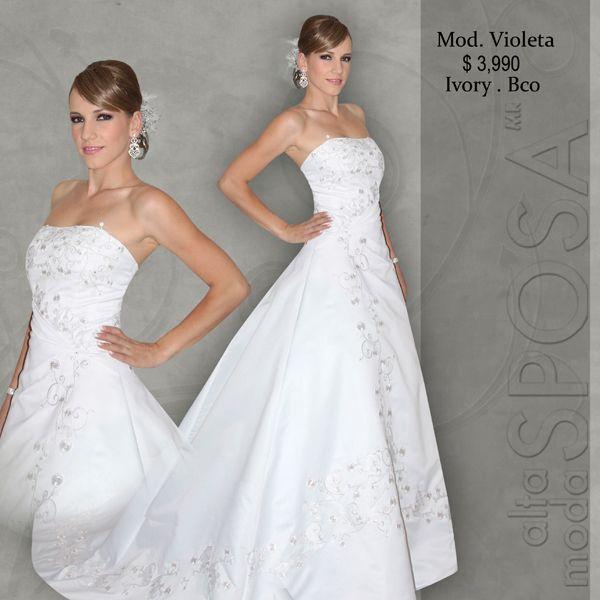 Modelo Violeta con un fino bordado del corse a la cauda de Alta Moda ...