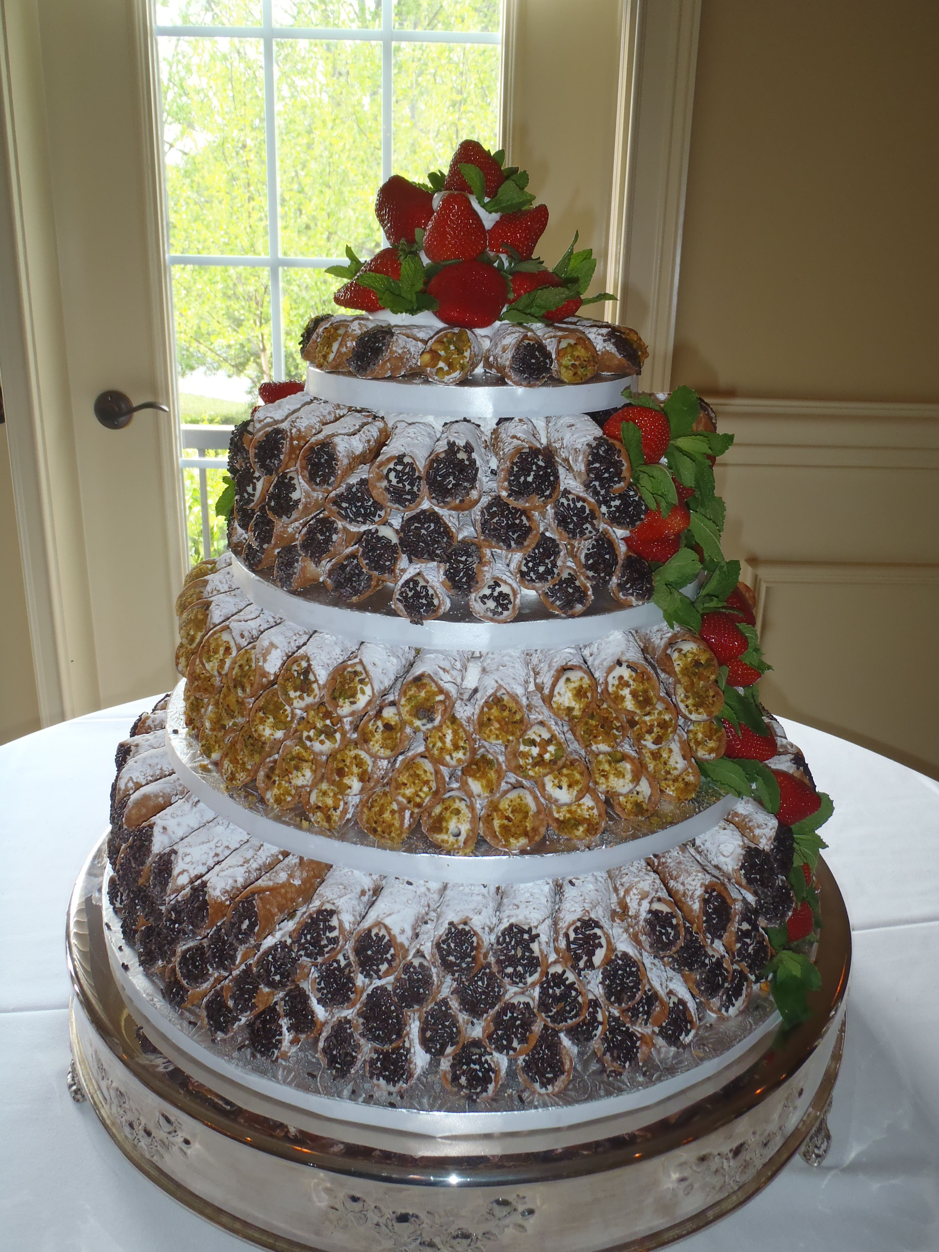 Canoli Cake This Would Not Be My Main Wedding Cake But I Do