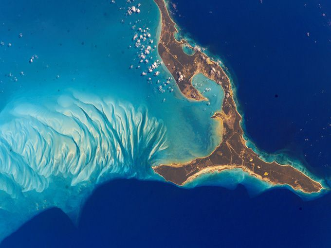 Out Of The Blue Islands Seen From Space Bahamas Island Earth Pictures Earth Day Pictures