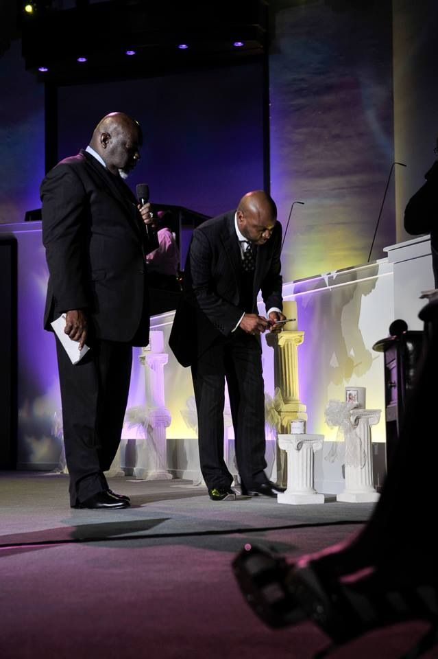 Bishop T D Jakes With Pastor Chris Hill At The Potters House If