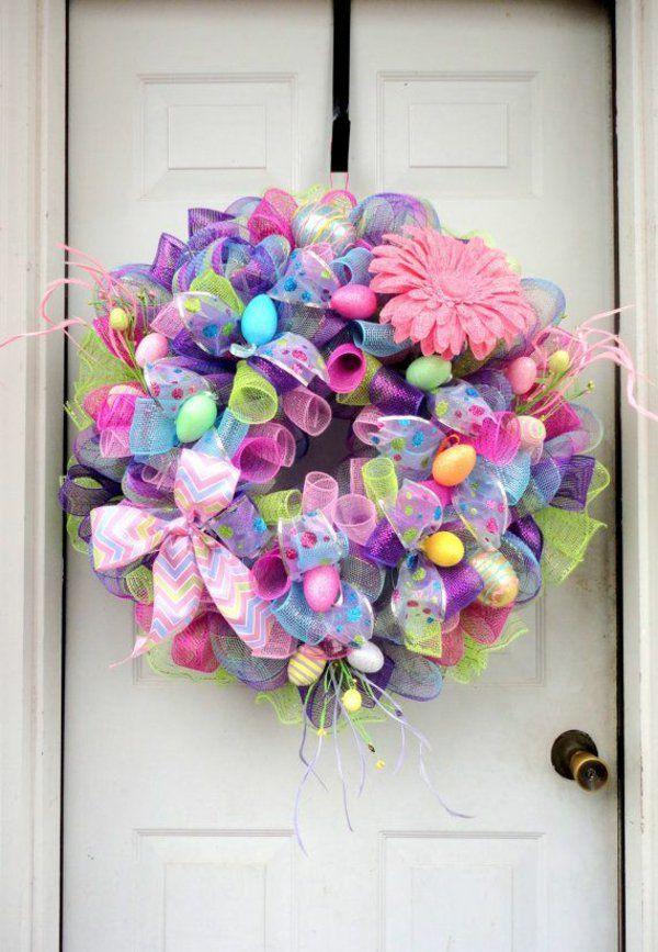 Osterkranz basteln und den eingangsbereich geschmackvoll dekorieren wreath board ostern - Osterkranz deko ...