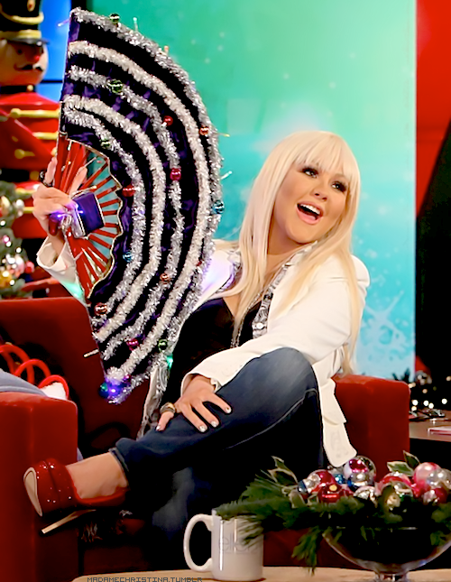 Ellen DeGeneres gave a giant special Christmas fan to Christina Aguilera.