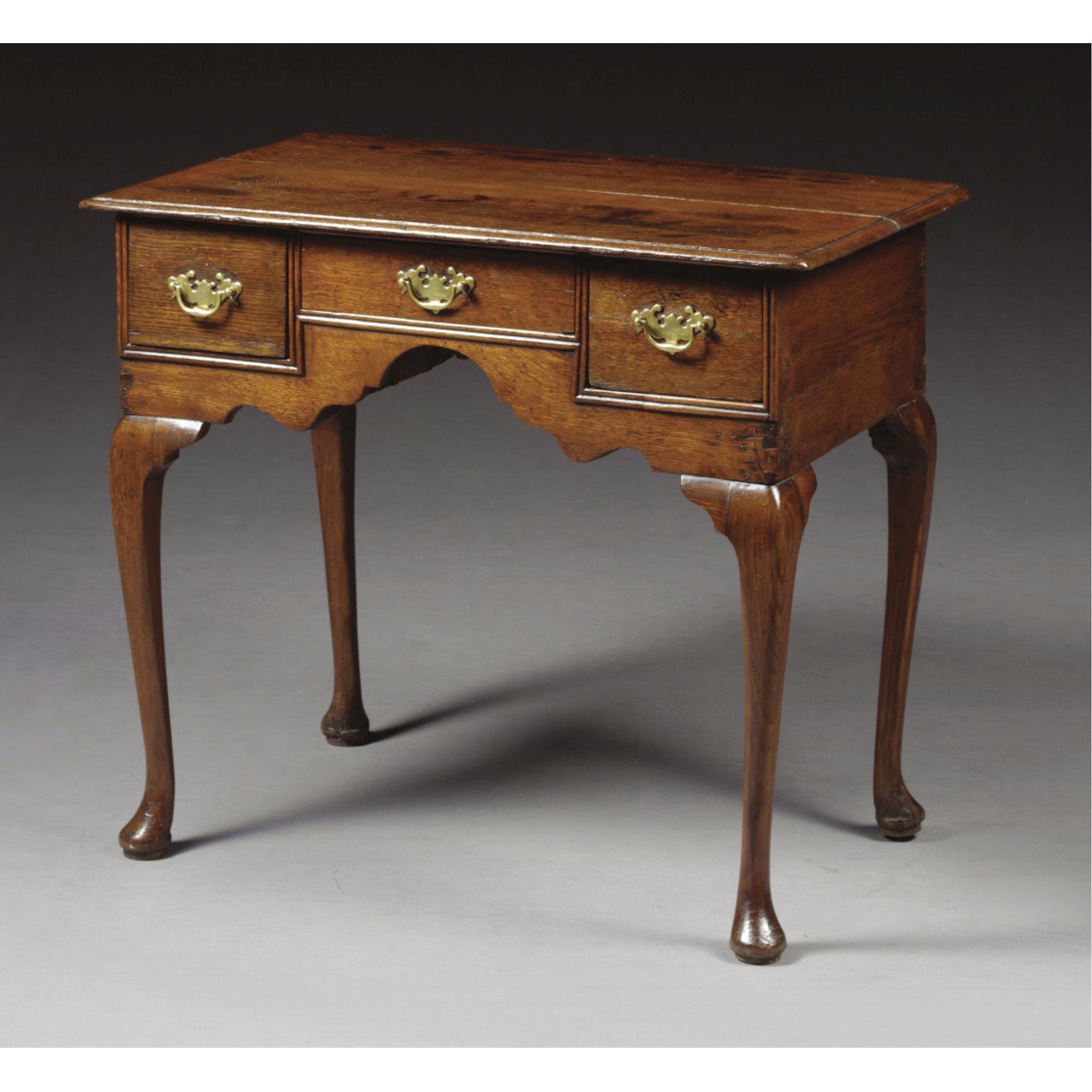 Una mesa auxiliar de roble estilo reina ana a principios - Muebles siglo xviii ...
