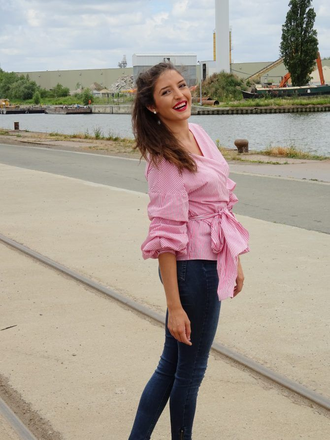 Striped blouse with puffy sleeves. - Gestreepte blouse met ballonmouwen