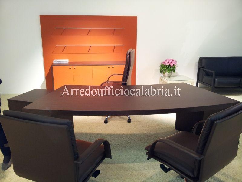 Ecco un 'altra bella scrivania che puoi acquistare sul nostro sito Arredoufficiocalabria.it