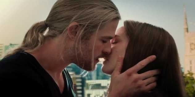 Chris Hemsworth S Wife Stood In For Natalie Portman During Thor