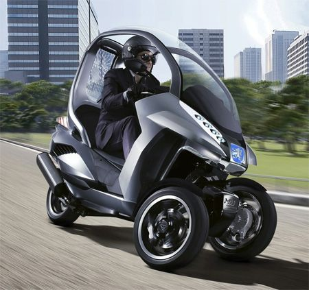 New 3 Wheeled Scooter Peugeot Makes Up For 4th Tyre By Tilting Three Wheel Scooters Motor Scooters Concept Cars