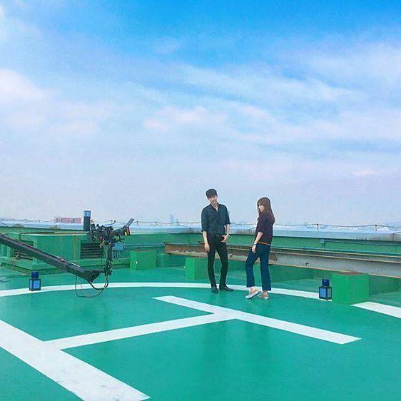 """와.. 진짜 너무 덥다.. 와.. 진짜.. 와.. 와... 이건.. 와... 아아아아아아악 @jongsuk0206 (Lee Jong Suk) IG Update 19.07.16 Lee Jong Suk & Han Hyo Joo @ """"W-Two Worlds"""" Filming Set Trans by evahoyw (@jshine_fc_leejongsuk): Wow..really very hot..wow..really..wow..wow..this is..wow...Ahahahahahah #이종석 #leejongsuk #李钟硕 #李鍾碩 #イジョンソク #hanhyojoo #한효주 #韓孝珠 #韩孝珠 #더블유"""